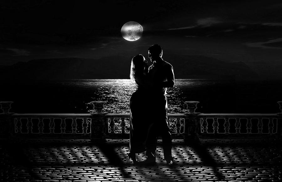 Луна над морем...